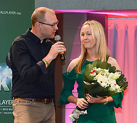 20180603 – OOSTENDE , BELGIUM : VRT journalist Tom Boudeweel (L) and Celien Guns (R) pictured during the 4th edition of the Sparkle award ceremony , Sunday 3 June 2018 , in Oostende . The Sparkle  is an award for the best female soccer player during the season 2017-2018 comparable to the Golden Shoe or Boot / Gouden Schoen / Soulier D'or for Men in Belgium . PHOTO SPORTPIX.BE / DIRK VUYLSTEKE
