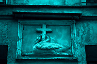 An ancient emblem in rue Saint Séverin, in monochrome: The bas relief of a swan with the neck around a cross (Paris, 2010).<br /> <br /> Un antico emblema in via Saint Severin, in monocromatico: Il bassorilievo di un cigno con il collo intorno ad una croce (Parigi, 2010).