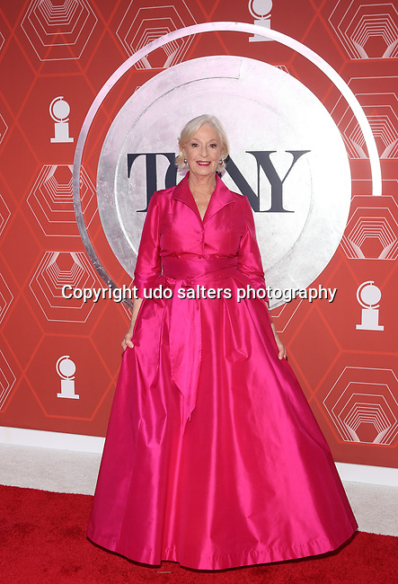 Jane Alexander attends the 74th Tony Awards-Broadway's Back! arrivals at the Winter Garden Theatre in New York, NY, on September 26, 2021. (Photo by Udo Salters/Sipa USA)