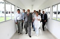 O governador Simão Jatene visitou na manhã desta segunda-feira (21), o Instituto Evandro Chagas, em Ananindeua, onde foi recebido pela diretora Elizabeth Santos.<br /> Na foto o governador Simão Jatene (c), Elizabeth Santos, diretora do Instituto (d) e Carlos Faro, diretor do Centro de Primatas (e).<br /> <br /> FOTO: CRISTINO MARTINS/AG. PARÁ<br /> DATA: 21-02-2011<br /> ANANINDEUA-PARÁ