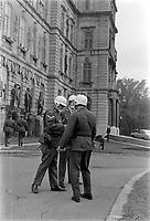 """Operation """"Cross - Laporte"""". Militaire  au Parlement de Quebec durant la crise d'octobre.<br /> <br /> Date :15 octobre 1970<br /> <br /> Photographe : Photo Moderne<br /> - Agence Quebec Presse"""