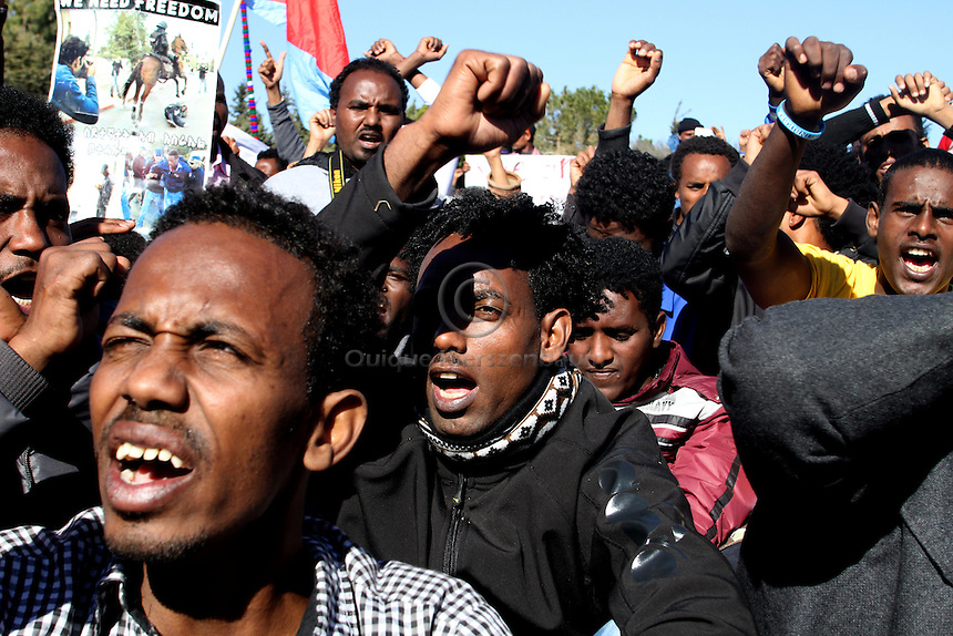 African refugees are seen during a demonstration in Jerusalem in front of the Israeli Parlament. Thousends demonstrate asking to be recognized as asylum seekers. Photo: Quique Kierszenbaum