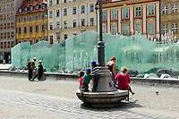 Brunnen am Marktplatz (Rynek Glowny) in Wroclaw (Breslau), Woiwodschaft Niederschlesien (Województwo dolnośląskie), Polen, Europa<br /> Fountain at Marketplace (Rynek Glowny) in Wroclaw,  Poland, Europe