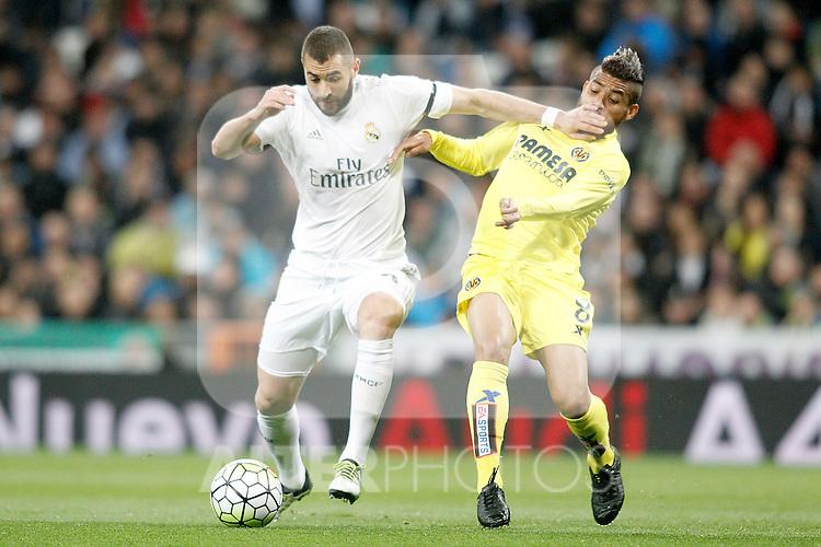 Real Madrid's Karim Benzema (l) and Villareal's Jonathan dos Santos during La Liga match. April 20,2016. (ALTERPHOTOS/Acero)