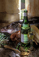 Europe/France/Centre/Indre-et-Loire: Sandre au beurre blanc -ingrédients- et vin de Chinon Blanc AOC
