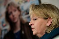 """Wahlkampfveranstaltung von Hannelore Kraft, Landesvorsitzende der nordrhein-westfaelischen SPD. Kraft ist Spitzenkandidatin zur Landtagswahl am 9. Mai 2010.<br />Am Dienstag den 2.2.2010 lud die NRW-Spitzenkandidatin der SPD, Hannelore Kraft zu ihrer Veranstaltungsreihe """"Hannelore Kraft - Von Mensch zu Mensch"""" in das Grillo-Cafe in Essen. Sie praesentierte sich ganz locker auf einem Ledersofa den ca. 280 SPD-Genossen und plauderte ueber ihr Privatleben.<br />Im Hintergrund ein Foto von ihr als 27jaehrige aus dem Jahre 1987 Jahren in London.<br />2.2.2010, Essen<br />Copyright: Christian-Ditsch.de<br />[Inhaltsveraendernde Manipulation des Fotos nur nach ausdruecklicher Genehmigung des Fotografen. Vereinbarungen ueber Abtretung von Persoenlichkeitsrechten/Model Release der abgebildeten Person/Personen liegen nicht vor. NO MODEL RELEASE! Don't publish without copyright Christian-Ditsch.de, Veroeffentlichung nur mit Fotografennennung, sowie gegen Honorar, MwSt. und Beleg. Konto: I N G - D i B a, IBAN DE58500105175400192269, BIC INGDDEFFXXX, Kontakt: post@christian-ditsch.de Urhebervermerk wird gemaess Paragraph 13 UHG verlangt.]"""