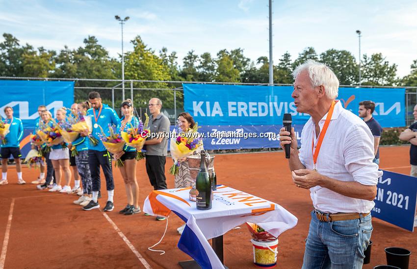 Netherlands, September 12,  2021, Naaldwijk KIA Competition mixed, premier league final, LTC Naaldwijk vs TC Leimonias, winners team Naaldwijk being decorated.<br /> Photo: Henk Koster/tennisimages.com
