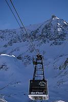 Europe/France/Rhône-Alpes/38/Isère/l'Alpe-d'Huez: télépherique du Pic Blanc et sommet du Pic Blanc 3330m