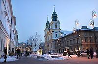 POLEN, 02.2010, Warschau.<br /> Koenigsweg / Trakt Krolewski (hier Ulica Nowy Swiat): Die Heiligkreuzkirche (Bazylika Swietego Kryza), in der Frederic Chopins Herz ruht.- Royal Route (here Nowy Swiat avenue): The Church of the Holy Cross, where Chopin's heart is kept.<br /> ?Piotr Koszczynski/EST&OST