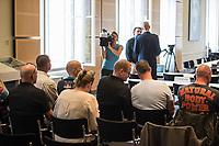 Sondersitzung Innenausschuss des Berliner Abgeordnetenhauses am Montag den 17. September 2018.<br /> Die Oppositionsfraktionen CDU und FDP hatten die Sitzung beantragt, da sie die Ernennung der frueheren Polizei-Vizepraesidentin Margarete Koppers zur Generalstaatsanwaeltin scharf kritisieren. Dem InnensenatorAndreas Geisel (SPD) wird vorgeworfen, ein Disziplinarverfahren gegen die fruehere Polizei-Vizepraesidentin unterbunden zu haben. Gegen Koppers laufen Ermittlungen Wegen der vergifteten Polizei-Schiessstaende. Ihr wird vorgeworfen, als Polizei-Vizepraesidentin zu wenig gegen die schadstoffbelasteten Schiessstaende getan zu haben. Erst Anfang September starb ein Schiesstrainer.<br /> Im Bild: Polizisten, welche durch die giftigen Schiessstaende geschaedigt wurden und Angehorige als Gaeste der Sitzung. <br /> 17.9.2018, Berlin<br /> Copyright: Christian-Ditsch.de<br /> [Inhaltsveraendernde Manipulation des Fotos nur nach ausdruecklicher Genehmigung des Fotografen. Vereinbarungen ueber Abtretung von Persoenlichkeitsrechten/Model Release der abgebildeten Person/Personen liegen nicht vor. NO MODEL RELEASE! Nur fuer Redaktionelle Zwecke. Don't publish without copyright Christian-Ditsch.de, Veroeffentlichung nur mit Fotografennennung, sowie gegen Honorar, MwSt. und Beleg. Konto: I N G - D i B a, IBAN DE58500105175400192269, BIC INGDDEFFXXX, Kontakt: post@christian-ditsch.de<br /> Bei der Bearbeitung der Dateiinformationen darf die Urheberkennzeichnung in den EXIF- und  IPTC-Daten nicht entfernt werden, diese sind in digitalen Medien nach §95c UrhG rechtlich geschuetzt. Der Urhebervermerk wird gemaess §13 UrhG verlangt.]
