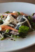 Europe/France/Bretagne/56/Morbihan/La Gacilly: Sardines crues marinées au sel, légumes à l'huile parfumée à la coriandre recette de Gilles Le Gallès Restaurant  La Grée des Landes, Eco-Hôtel Spa Yves Rocher