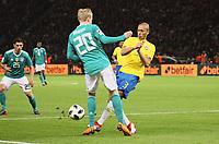 Julian Brandt (Deutschland Germany) gegen Miranda (Brasilien Brasilia) - 27.03.2018: Deutschland vs. Brasilien, Olympiastadion Berlin