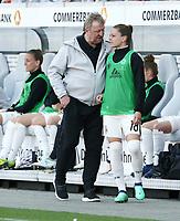 Trainer Horst Hrubesch , Melanie Leupolz   <br /> /   World Championships Qualifiers women women /  2017/2018 / 07.04.2018 / DFB National Team / GER Germany vs. Czech Republic CZE 180407017 / <br />  *** Local Caption *** © pixathlon<br /> Contact: +49-40-22 63 02 60 , info@pixathlon.de