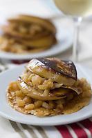 """Europe/France/Aquitaine/40/Landes/Hagetmau: Millefeuille de  foie gras de canard ,tuile  au graines de sésame  et pommes ,recette d'Annie Demen  chef du restaurant """"Les Lacs d'Halco"""""""