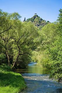 Germany, Rhineland-Palatinate, Ahr-Valley, Altenahr: castle ruin Are above river Ahr   Deutschland, Rheinland-Pfalz, Ahrtal, bei Altenahr: Burgruine Are oberhalb der Ahr