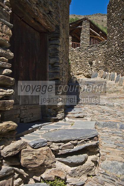 Europe/France/Languedoc-Roussillon/66/Pyrénées-Orientales/Conflent/Olette/Le hameau médiéval  d 'Evol présente une remarquable homogénéité architecturale. Il possède en effet des murs de schistes et couvertures en lauzes, il fait parie des Plus Beaux Villages de France