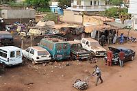 MALI, Bamako , workshop and sale of used cars from Europe / Werkstatt und Verkauf von gebrauchten Fahrzeugen aus Europa