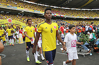 BARRANQUILLA -COLOMBIA- 11 -10-2013. Los Jugadores  del equipo de  Colombia ingresan al campo de juego  contra  Chile ,partido correspondiente para las eliminatorias al mundial de Brasil 2014 disputado en el estadio Metropolitano de Barranquilla   / The Colombia team players enter the field of play against Chile for the qualifying game for the World Cup Brazil 2014 match at the Metropolitano stadium in Barranquilla.Photo: VizzorImage / Felipe Caicedo /  Staff /