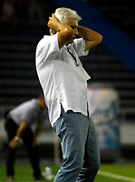 BARRANQUIILLA -COLOMBIA-01-04-2017: Julio Comesaña  técnico del Atlético Junior gesticula durante partido contra Cortulua por la fecha 11 de la Liga Águila I 2017 jugado en el estadio Metropolitano Roberto Meléndez de la ciudad de Barranquilla. / Julio Comesaña  coach of Atletico Junior gestures during match against Cortulua for the date 11 of the Aguila League I 2017 played at Metropolitano Roberto Melendez stadium in Barranquilla city.  Photo: VizzorImage/ Alfonso Cervantes /Cont