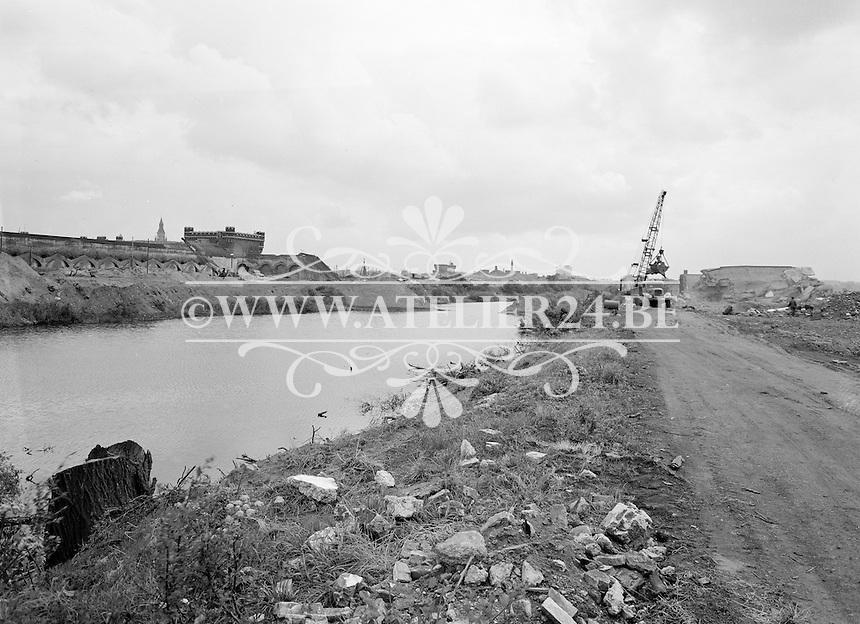 Juli 1964. Afbraakwerken voor bouw E3 in Antwerpen.