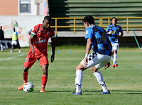 TUNJA - COLOMBIA, 30-01-2021: Jhon Garcia de Patriotas Boyaca F. C. y Henry Plazas de Boyaca Chico F. C. disputan el balon, durante partido de la fecha 3 entre Patriotas Boyaca F. C. y Boyaca Chico F. C. por la Liga BetPlay DIMAYOR I 2021, jugado en el estadio La Independencia de la ciudad de Tunja. / Jhon Garcia of Patriotas Boyaca F. C. and Henry Plazas of Boyaca Chico F. C. fight for the ball, during a match of the 3rd date between Patriotas Boyaca F. C. and Boyaca Chico F. C. for the BetPlay DIMAYOR I 2021 League played at the La Independencia stadium in Tunja city. / Photo: VizzorImage / Macgiver Baron / Cont.