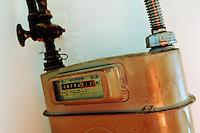 Vecchio contatore del gas metano per uso domestico.Old counter of Methane gas for domestic use....