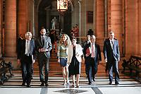 VISITE D ë EDOUARD PHILIPPE , PREMIER MINISTRE , ET DE NICOLE BELLOUBET , GARDE DES SCEAUX , MINISTRE DE LA JUSTICE AU PALAIS DE JUSTICE DE PARIS .<br /> REGIS DE JORNA , EDOUARD PHILIPPE , NICOLE BELLOUBET , CATHERINE CHAMPRENAULT , JEAN-MICHEL HAYAT , FRANCOIS MOLINS