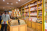 Frankreich, Provence-Alpes-Côte d'Azur, Menton: La Cure Gourmande -  Kekse und andere Naschereien | France, Provence-Alpes-Côte d'Azur, Menton: La Cure Gourmande - specialised in biscuits and other sweet titbits