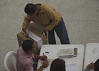 MANIZALES -COLOMBIA. 25-08-2013. En horas de la mañana pocos fueron los que se acercaron a las mesas de votación en el colegio Colseñora. Photo: VizzorImage / Yonboni / Str