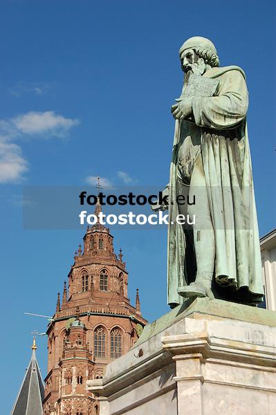 Statue of Gutenberg (1837) by Bertel Thorvaldsen (1770-1844) in Mainz, Rheinland-Pfalz, Germany (Johannes Gensfleisch zur Laden zum Gutenberg,  c. 1400 - 3.2.1468) [the suitcase is not part of the artist's work], in the background Saint Martin Dome<br /> <br /> Monumento a Gutenberg (1837) por Bertel Thorvaldsen (1770-1844) en Maguncia, Rheinland-Pfalz, Alemania (Johannes Gensfleisch zur Laden zum Gutenberg, ca. 1400 - 3.2.1468) [la maleta no es parte de la obra del artista], en el fondo Catedral de San Martín<br /> <br /> Gutenberg-Denkmal (1837) von Bertel Thorvaldsen (1770-1844) in Mainz, Rheinland-Pfalz, Deutschland (Johannes Gensfleisch zur Laden zum Gutenberg, ca. 1400 - 3.2.1468) [der Koffer ist nicht Teil des Kunstwerks], im Hintergrund St. Martin Dom<br /> <br /> 3008 x 2000 px<br /> 150 dpi: 50,94 x 33,87 cm<br /> 300 dpi: 25,47 x 16,93 cm