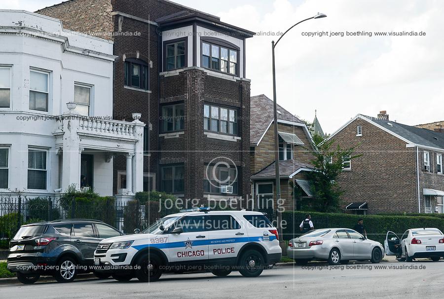 USA Chicago, south side of Chicago, Washington Park, afroamerican quarter with violence and criminal youth gangs, police at work / afroamerikanisches Problemviertel mit Jugendgangs und hoher Kriminalitaet, Polizeieinsatz