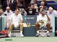 24-2-06, Netherlands, tennis, Rotterdam, ABNAMROWTT, Bhupathi and Moodie during changeover in the doubbles against Erlich and Ram