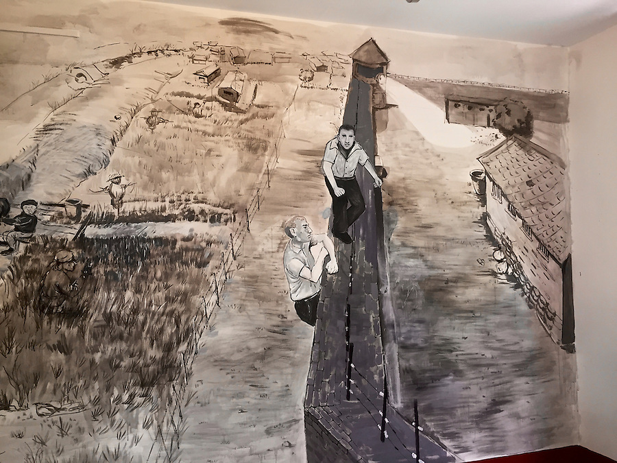 Mural of the escape of Laurence Tipton and Arthur Hummel on 10 June 1944.