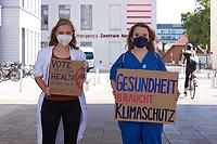 """Kundgebung von Health for Future und der Deutschen Allianz Klimawandel und Gesundheit unter dem Motto """"Wer rettet 150.000 Leben?"""" in Berlin.<br /> Bei der Kundgebung forderten Aerzt:innen, Pfleger:innen und Menschen in verschiedenen Gesundheitsberufen eine konsequente Umsetzung einer 1,5-Grad-Politik. Der Klimawandel bedrohe nicht nur die Umwelt, sondern auch die Gesundheit und das Leben von Menschen. Die Flutkatastrophe, bei der im Sommer 2021 allein in Deutschland mehr als 180 Menschen starben, zeige, dass die Klimakrise in Deutschland bereits Realitaet ist und die Gesundheit der Bevoelkerung gefaehrdet. Die Rettung des Klimas und damit der Erhalt unserer Lebensgrundlagen koenne in Zukunft unzaehlige Leben retten. Allein durch die positiven gesundheitlichen Nebeneffekte von Klimaschutz koennten in Deutschland jaehrlich 150.000 Todesfaelle verhindert werden, so die Veranstalter.<br /> 10.9.2021, Berlin<br /> Copyright: Christian-Ditsch.de"""
