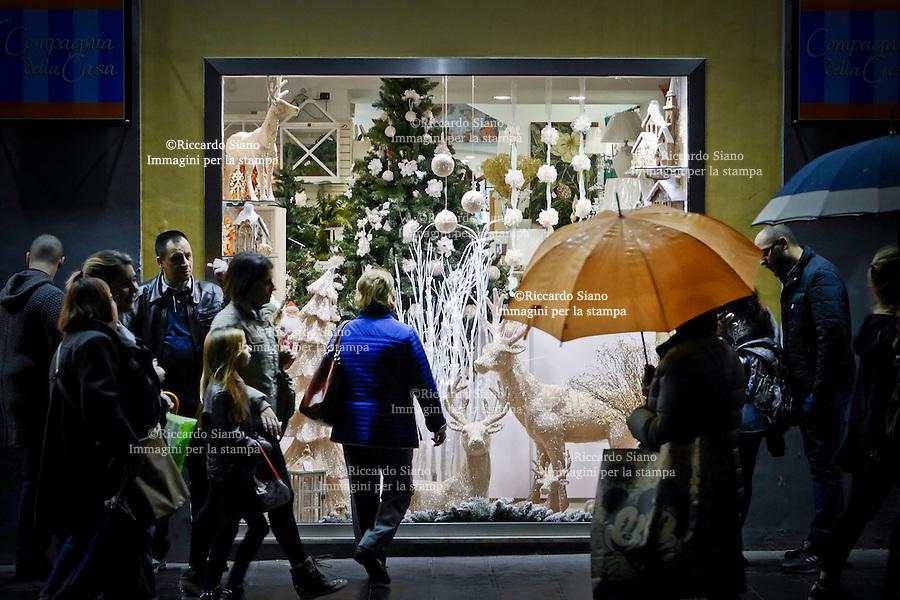 - NAPOLI 1 DIC 2014 -   shopping natalizio via toledo