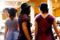 Défilé de mode des créateurs à la filature de Belvès