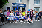 Large crowd waiting to welcome Jimmy Moran home to Strand Road, after three months spent in the hospital