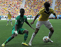 BRASILIA - BRASIL -19-06-2014. Juan Cuadrado (Der) jugador de Colombia (COL) disputa el balón con Max Gradel (Izq) jugador de  Costa de Marfil (CIV) durante partido del Grupo C de la Copa Mundial de la FIFA Brasil 2014 jugado en el estadio Mané Garricha de Brasilia./ Juan Cuadrado (R) player of Colombia (COL) fights the ball with Max Gradel  (L) player of Ivory Coast (CIV) during the macth of the Group C of the 2014 FIFA World Cup Brazil played at Mane Garricha stadium in Brasilia. Photo: VizzorImage / Alfredo Gutiérrez / Contribuidor