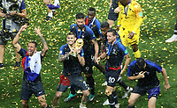MOSCU - RUSIA, 15-07-2018: Jugadores de Francia levantan el trofeo para celebrar como campeones del mundo después del partido por la final entre Francia y Croacia de la Copa Mundial de la FIFA Rusia 2018 jugado en el estadio Luzhnikí en Moscú, Rusia. / Players of France lift the trophy to celebrate as world champions after the match between France and Croatia of the final for the FIFA World Cup Russia 2018 played at Luzhniki Stadium in Moscow, Russia. Photo: VizzorImage / Cristian Alvarez / Cont