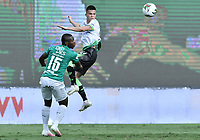 PALMIRA - COLOMBIA, 07-10-2020: Brayan Montaño del Cali disputa el balón con Walmer Pacheco del Equidad durante partido entre Deportivo Cali y La Equidad por la fecha 12 de la Liga BetPlay DIMAYOR I 2020 jugado en el estadio Deportivo Cali de la ciudad de Palmira. / Brayan Montaño of Cali vies for the ball with Walmer Pacheco of Equidad during match between Deportivo Cali and La Equidad for the date 12 as part of BetPlay DIMAYOR League I 2020 played at Deportivo Cali stadium in Palmira city.  Photo: VizzorImage / Gabriel Aponte / Staff