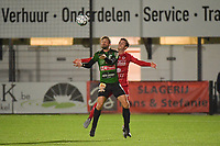 FC GULLEGEM - SPARTA PETEGEM :<br /> Jarne Jodts (R) zit in de rug van Rienes Vanborm (L)<br /> <br /> Foto VDB / Bart Vandenbroucke