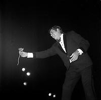 Jerry Lewis<br /> perform in Quebec province of Canada, before 1985.<br /> (date unknown)<br /> <br /> PHOTO : Agence Quebec Presse - Roland Lachance<br /> <br /> Nancy Sinatra est une chanteuse et une actrice américaine, née le 8 juin 1940 à Jersey City dans le New Jersey. Elle est la fille de Frank Sinatra et de Nancy Barbato <br /> <br /> il a fait sensation dans les années 70 et 80 avec les succès Mademoiselle Caroline, Notre amour n'est plus qu'une aventure, Milord, Ma jolie Rose, mais surtout les tubes Oh ma Lili et sa reprise de Just a Gigolo, qui ont fait de lui une vedette populaire.<br /> <br /> <br /> Son premier album éponyme ne connaît qu'un succès local, le second, Entre nous, sera reconnu au Gala de l'ADISQ1. Révélée en France en 1981 avec la chanson Si j'étais un homme qui connaît un certain succès. En 1981, Diane Tell est le phénomène de l'année au Québec. En 1982, elle est la première artiste féminine à connaître un véritable succès populaire en tant qu'auteur compositrice et interprète. Elle s'installe en 1983 en France