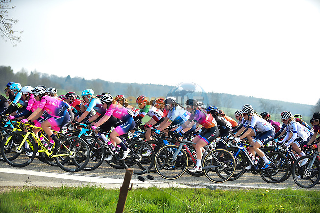 The peloton during the 2021 Flèche-Wallonne Femmes, running 130.2 km from Huy to Huy, Belgium. 21st April 2021.  <br /> Picture: A.S.O./Gautier Demouveaux | Cyclefile<br /> <br /> All photos usage must carry mandatory copyright credit (© Cyclefile | A.S.O./Gautier Demouveaux)