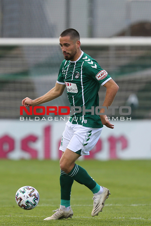 17.10.2020, Dietmar-Scholze-Stadion an der Lohmuehle, Luebeck, GER, 3. Liga, VfB Luebeck vs SG Dynamo Dresden <br /> <br /> im Bild / picture shows <br /> Einzelaktion/Aktion. Ganze Figur. Einzeln. Freisteller. Ersin Zehir (VfB Luebeck)  <br /> <br /> DFB REGULATIONS PROHIBIT ANY USE OF PHOTOGRAPHS AS IMAGE SEQUENCES AND/OR QUASI-VIDEO.<br /> <br /> Foto © nordphoto / Tauchnitz