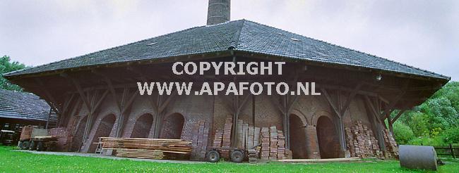 zevenaar 190700 als een soort pagode staat de zevenaarse panoven in het landschap.<br />foto frans ypma APA-foto