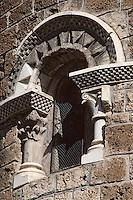 Europe/France/Midi-Pyrénées/09/Ariège/Couserans/Unac: Le chevet de l'église romane - Détail fenêtre