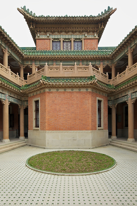 The internal courtyard at the rear of the Mansion.