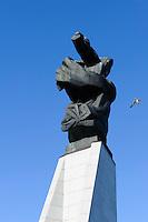 Denkmal für abgeschossenes US-Flugzeug im Jurmalas parks in Liepaja, Lettland, Europa