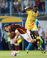 Calcio, Serie A: Frosinone vs Roma. Frosinone, stadio Comunale, 12 settembre 2015.<br /> Roma's Francesco Totti, left, is challenged by Frosinone's Mobido Diakite during the Italian Serie A football match between Frosinone and Roma at Frosinone Comunale stadium, 12 September 2015.<br /> UPDATE IMAGES PRESS/Riccardo De Luca