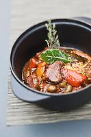 Europe/France/Bretagne/29/Finistère/Brest:  Cocotte d'agneau comme un tajine, olives et citron recette de Yann Plassard, brasserie:  L'O à la Bouche,